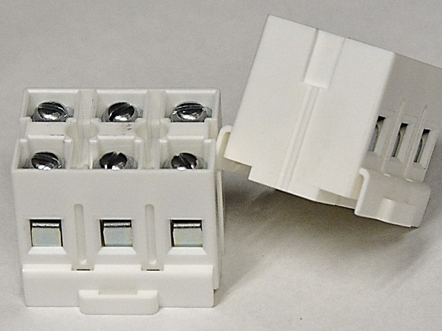 BlockMaster's New 3-Pole High-Power Feed-Through Block for DIN Rail...