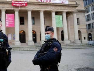 Jobless French culture workers occupy theater to demand aid