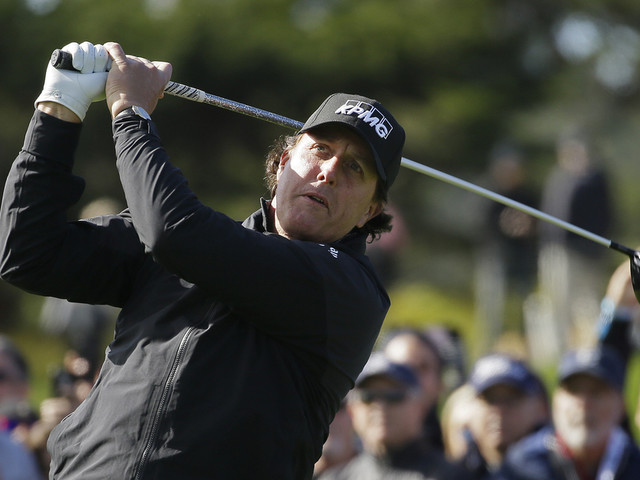 Mickelson finishes off a 5th win at Pebble Beach
