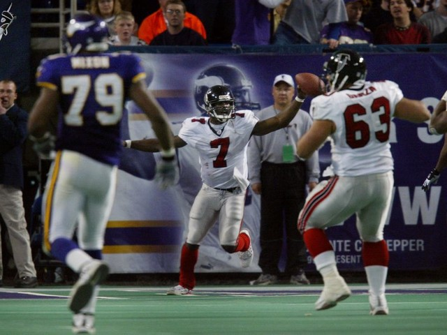 Rewinder: Michael Vick made two Vikings defenders run into each other