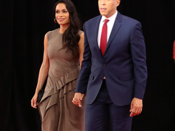 Sen. Cory Booker Gushes Over Girlfriend Rosario Dawson Supporting Him At #DemDebate + The Moments You Missed If You Skipped Watching