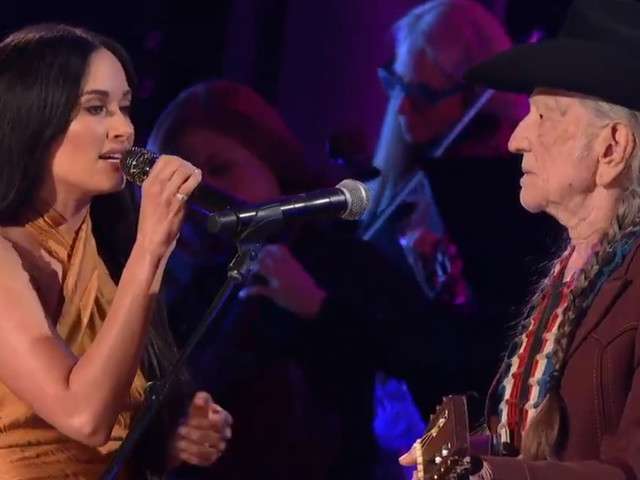 Willie Nelson & Kacey Musgraves Perform 'Rainbow Connection' At CMAs