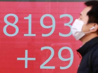 Global stocks mixed after Wall St rebounds from uncertainty