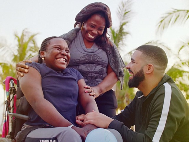 """Watch Drake Give Away Nearly $1 Million In His Video For """"God's Plan"""""""