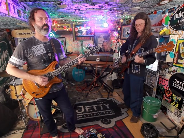 Circles Around The Sun Performs For 'Jam In The Van'