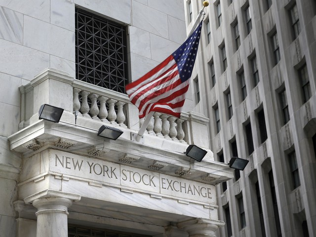 Technology companies, retailers send US stock indexes higher