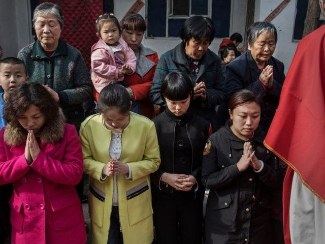 China implements new crackdown on Christianity, shut down Bible apps and Christian WeChat: report