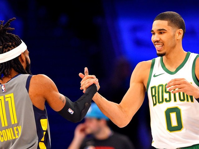 Jayson Tatum won the Skills Challenge on A DANG HALFCOURT SHOT