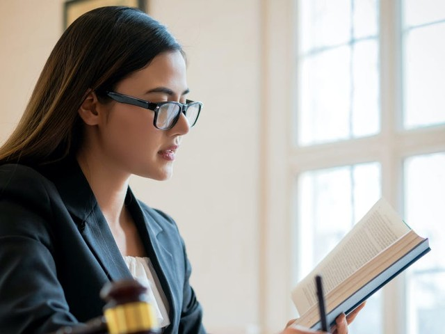 Legal industry insiders say these are 17 must-read books for advice on how to succeed in law
