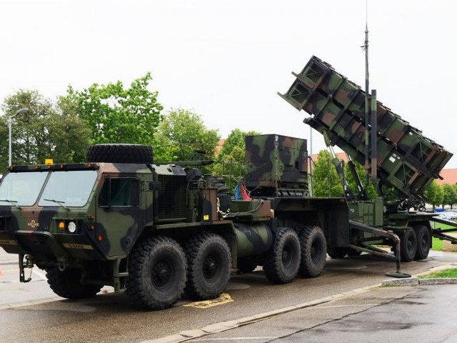 U.S. to send missile defense devices, 200 troops to aid Saudi Arabia