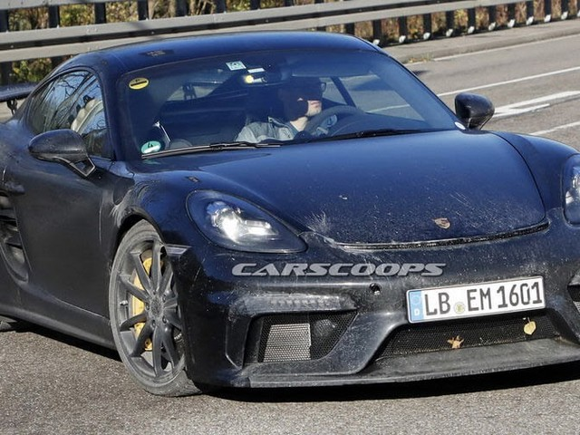 New Porsche 718 Cayman GT4 Comes Out With Hardly Any Camo