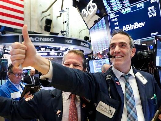 US stocks close at record highs as investors cheer blockbuster earnings