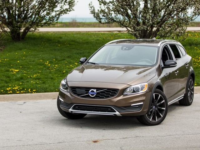 2017 Volvo V60 Cross Country: Our View