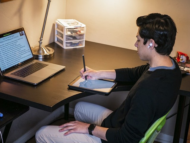 Students Log On for First Days of Remote Instruction at CMU