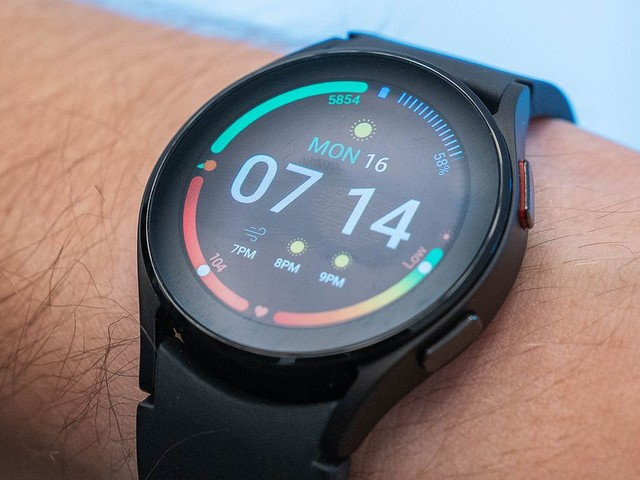 Samsung's new Galaxy Watch 4 is $20 off and comes with a free wireless charger today