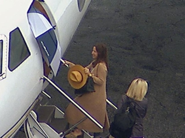 WATCH: Jennifer Aniston's aircraft makes emergency landing