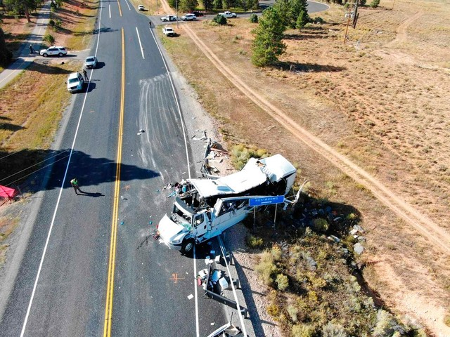 4 die after bus with Chinese tourists crashes near Utah's Bryce Canyon