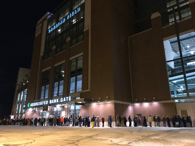 Fans embrace chance to shovel snow at Lambeau Field before Packers-Seahawks playoff game