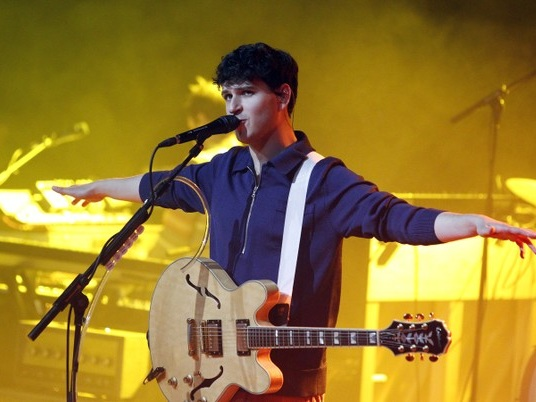 "Watch Vampire Weekend Cover Paul Simon's ""Late In The Evening"" At London Morning Concert"