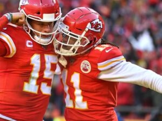 Mahomes' feet, arms, lift Chiefs to Super Bowl over Titans