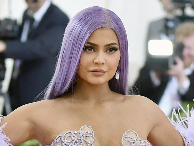 Jenner to Sell Majority Stake in Kylie Cosmetics