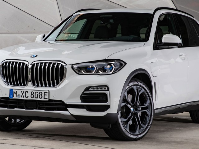 Are 102 Images Enough To Make You Want The BMW X5 xDrive45e?