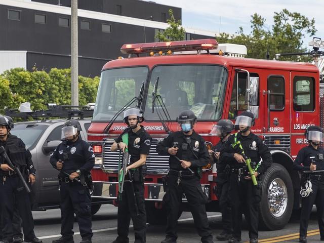 Garcetti calls to cut LAPD budget by $150 million