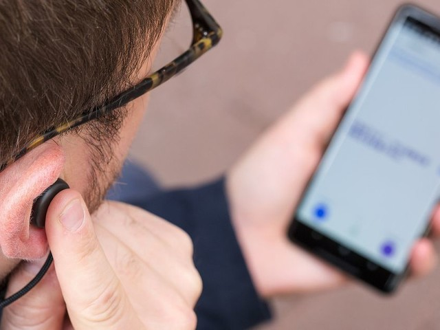Pixel Buds review, OnePlus 5T, and iPhone X a few weeks later
