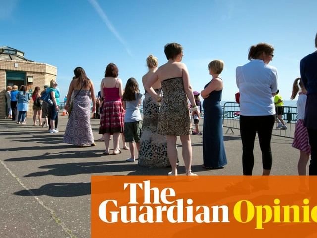 The queue for the ladies' loo is a feminist issue | Lezlie Lowe