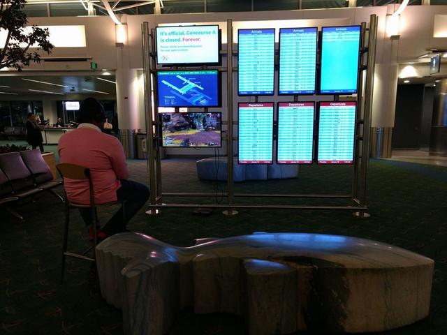 Man Hijacks Portland Airport Monitor To Play PS4 Game