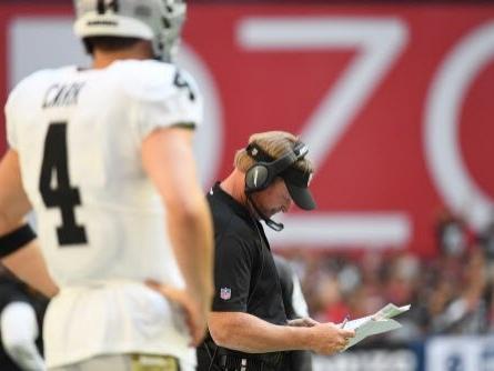 Raiders' Jon Gruden, Derek Carr downplay 'mild disagreement' on sideline