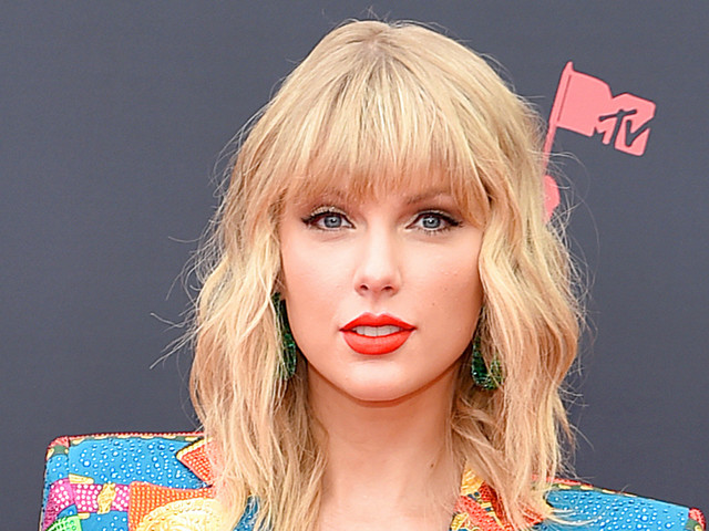 Taylor Swift Is Releasing a Christmas Song & Video Tonight!