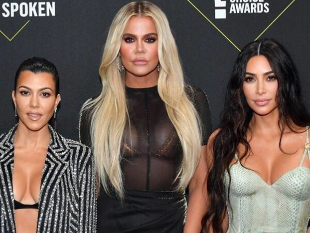 "The Kardashian Family Thanks Fans For Following Their ""Journey"" on the Red Carpet at the 2019 People's Choice Awards"