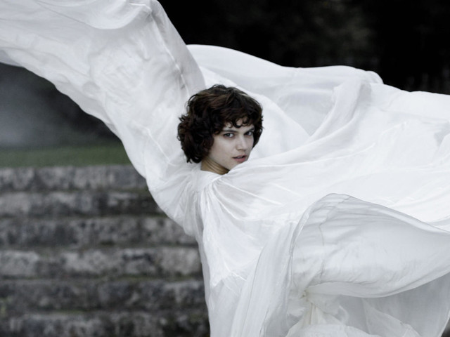 'The Dancer' portrays creativity and passion of Loïe Fuller