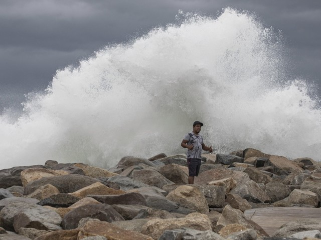 Lorena spares Los Cabos, heads up coast of Mexico's Baja