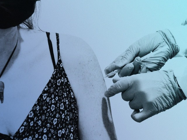 Unvaccinated Americans not changing their behavior, report finds