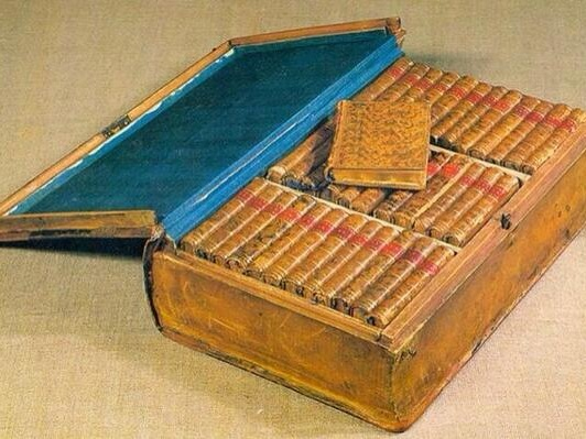 Napoleon's Kindle: See the Miniaturized Traveling Library He Took on Military Campaigns