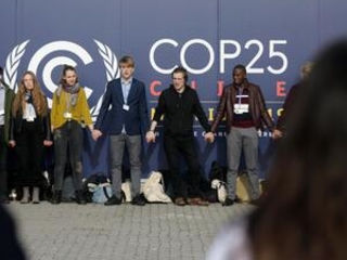 Ministers arrive to tackle climate talks' hot issues