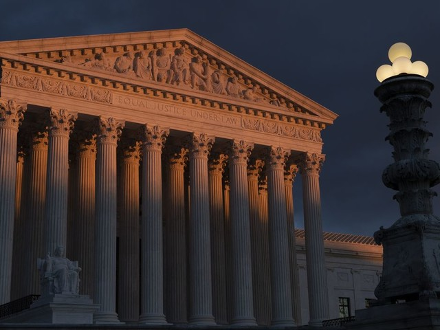 Supreme Court temporarily halts subpoena for Trump's Deutsche Bank records
