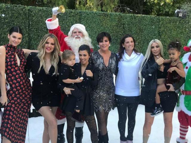 These New Christmas Decor Photos Prove That the Kardashians Totally Won the Holidays