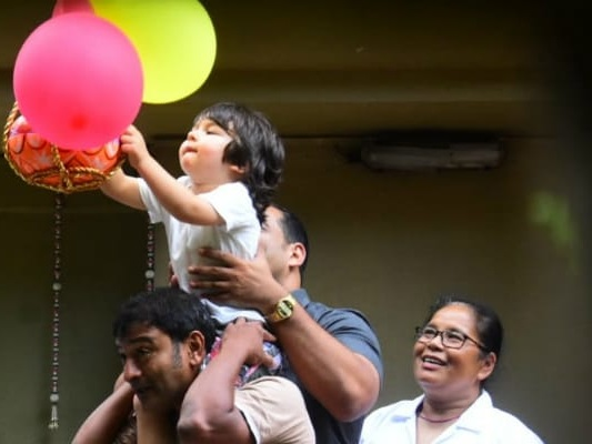 Taimur's Adorable Dahi Handi Debut With Little Sister Inaaya