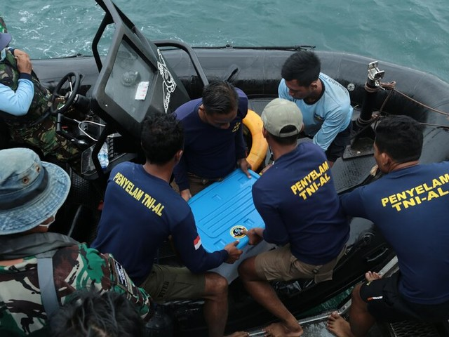 Data Recorder Recovered From Indonesian Plane Crash