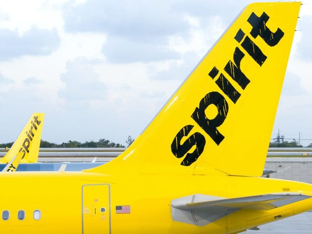Spirit Airlines is defending its decision to de-board an entire flight after it says a family refused to wear masks