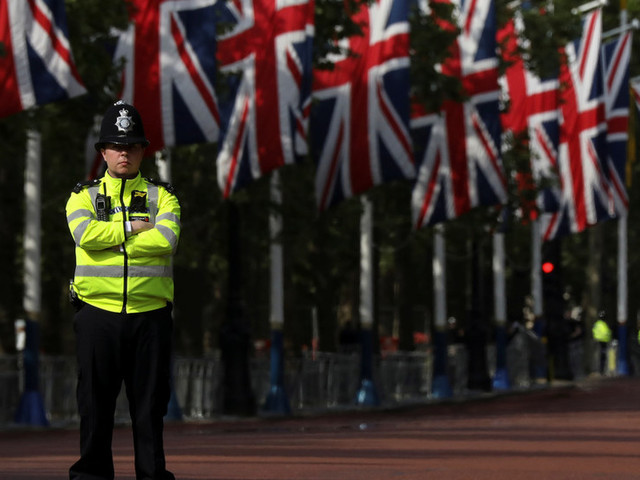 London's Whitehall briefly closed over 'suspect item,' police block off 10 Downing Street