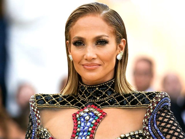 """Jennifer Lopez Returns to Rom-Coms in """"Second Act"""" Trailer"""