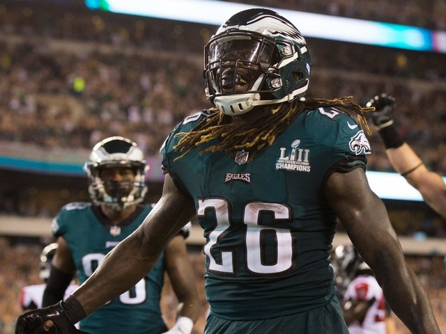 Eagles beat Falcons in ugly season opener, 18-12