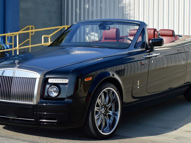 """Fancy A """"Cheap"""" Rolls-Royce? This Phantom Drophead Coupe Might Be The One"""