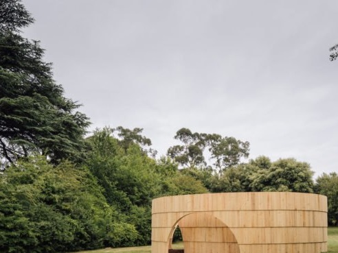 Ephemeral timber pavilion doubles as sculpture and film venue in Portugal