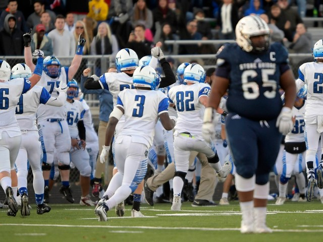Tuscarora's late defensive stand powers it to a 28-27 win over Stone Bridge