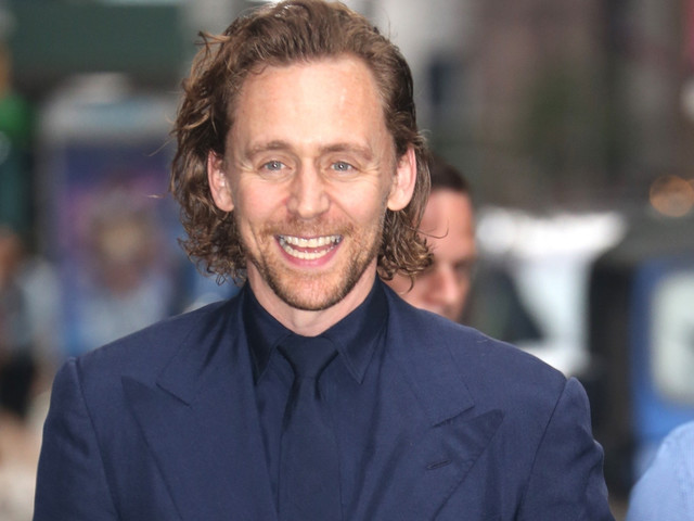 Tom Hiddleston Suits Up For 'Late Show With Stephen Colbert' Appearance!